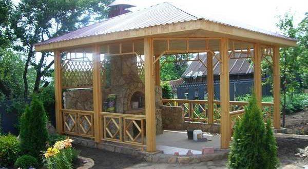 Деревянная беседка для дачи с мангалом