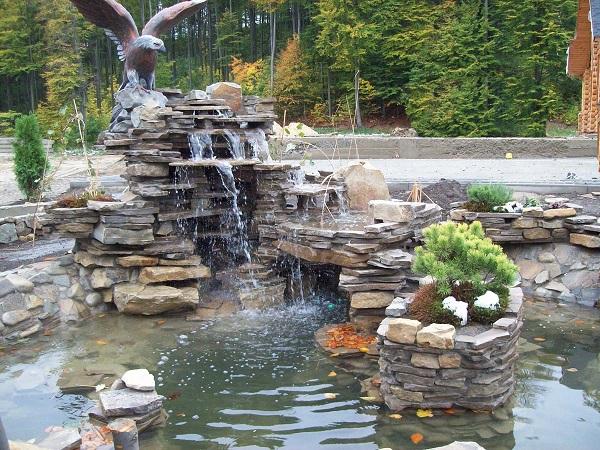 Оформление водопада на загородном участке
